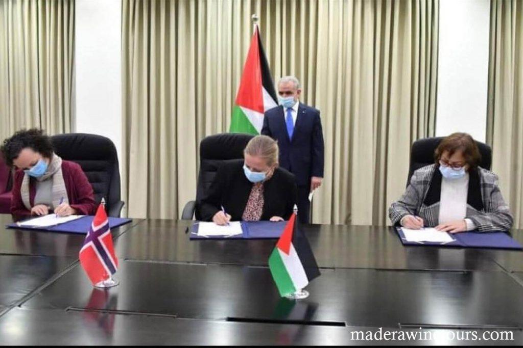 Palestinian health ได้แนะนำให้หยุดพักเป็นเวลา 2 สัปดาห์ท่ามกลางการติดเชื้อโคโรนาไวรัสที่เพิ่มขึ้นทั่วเวสต์แบงก์ Mai al-Kaila รัฐมนตรีว่า
