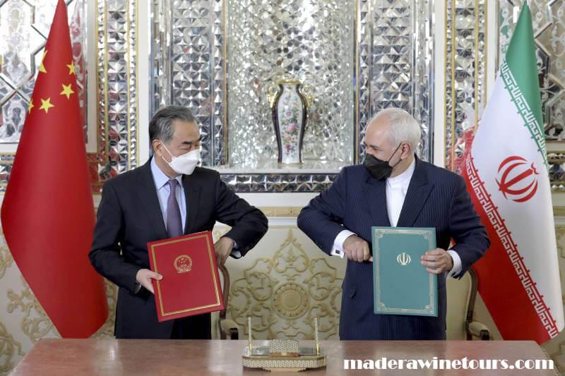 Iran and China ได้ลงนามในข้อตกลงความร่วมมือระยะยาว 25 ปีเนื่องจากทั้งสองประเทศยังคงอยู่ภายใต้การคว่ำบาตรของ Unites States ข้อตกลงดังกล่าว