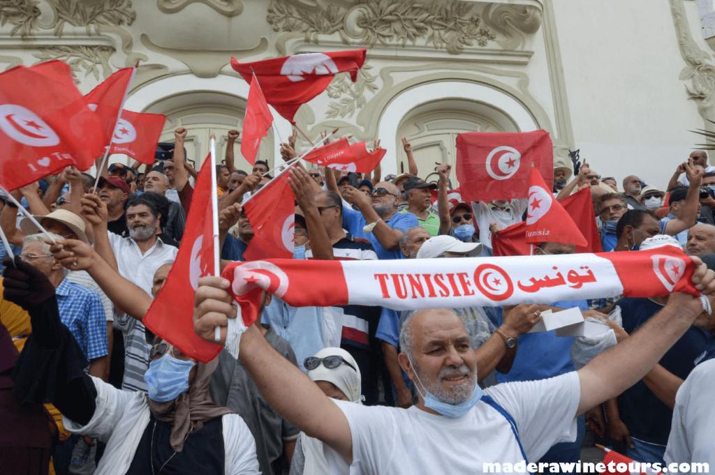 Four Tunisian ประธานาธิบดีตูนิเซียสูญเสียความชอบธรรมตามคำแถลงของพรรคตูนิเซีย 4 พรรค ซึ่งเรียกร้องให้ยุติสิ่งที่พวกเขาเรียกว่ารัฐ