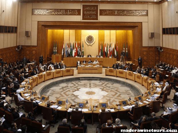 Libya's parliament รัฐสภาทางตะวันออกของลิเบียได้ผ่านการลงคะแนนไม่ไว้วางใจรัฐบาลเอกภาพของประเทศในการโจมตีครั้งใหม่ต่อความ