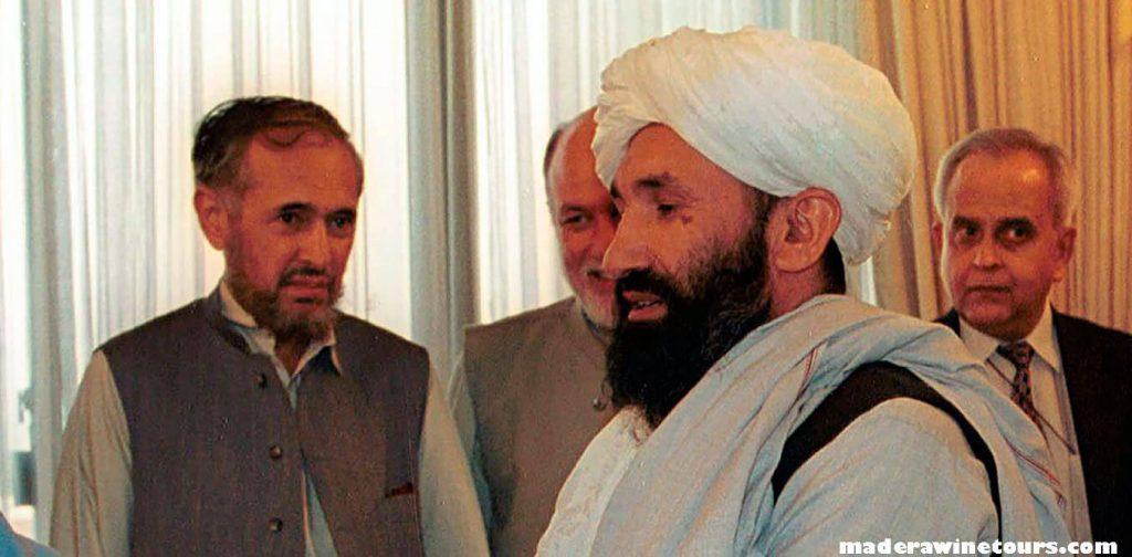 Mohammad Hasan Akhund กลุ่มตอลิบานได้แต่งตั้งมุลเลาะห์ โมฮัมหมัด ฮาซัน อาคุน ให้เป็นผู้นำรัฐบาลชั่วคราวชุดใหม่ของพวกเขา Mohammad Hasan Akhund