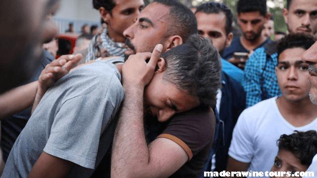 Palestinian families กองกำลังอิสราเอลกำลังจับกุมญาติของนักโทษชาวปาเลสไตน์ที่หลบหนีหลังจากหลบหนีจากเรือนจำที่มีความปลอด Palestinian families