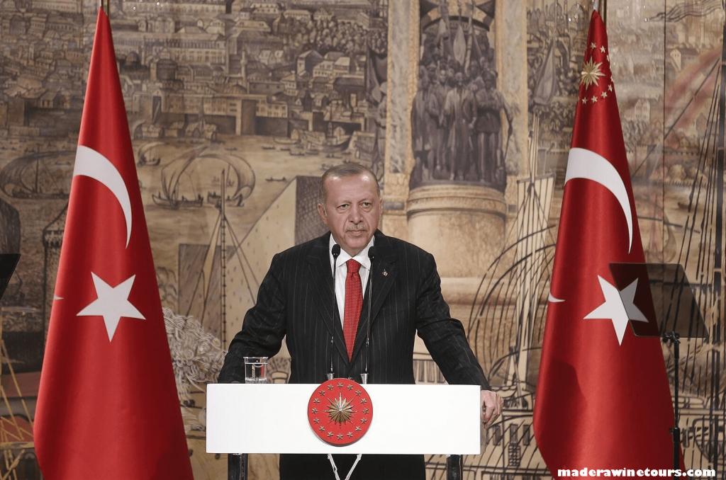 Erdogan YPG ตุรกีมุ่งมั่นที่จะกำจัดภัยคุกคามที่เกิดขึ้นในภาคเหนือของซีเรีย ประธานาธิบดี Recep Tayyip Erdogan เตือนเมื่อวันจันทร์ว่า
